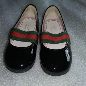GUCCI. Toddler patent leather shoes